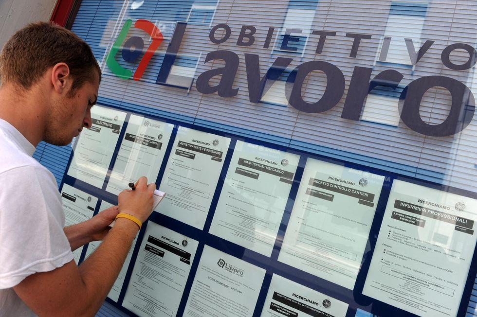 Disoccupazione: record tra i giovani. Ma chi pensa agli over 40?
