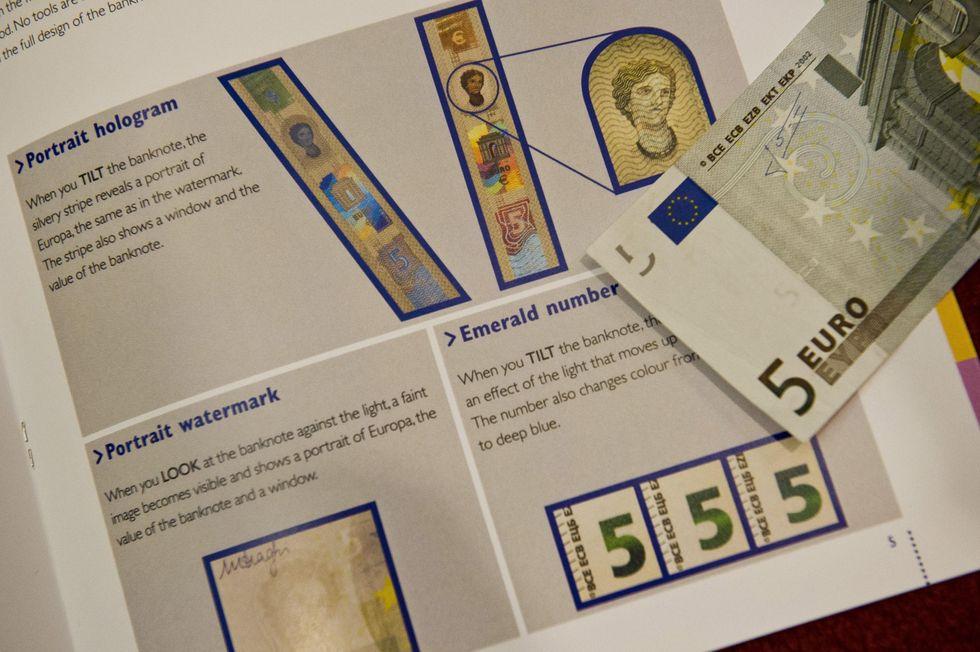 Draghi, tassi fermi, euro nuovi e lo stimolo agli stati