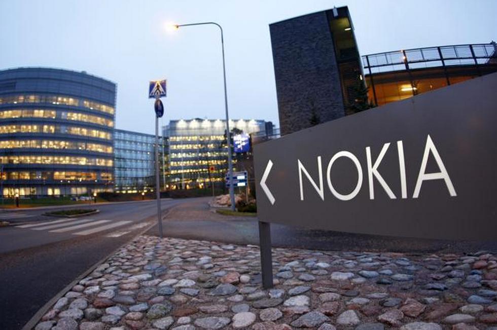 Nokia, tutte le strategie per restare a galla