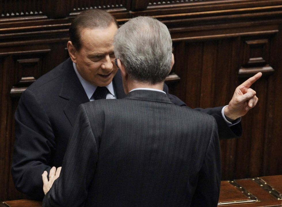 Lo spread torna a salire: i mercati temono l'addio di Monti o il ritorno di Berlusconi?