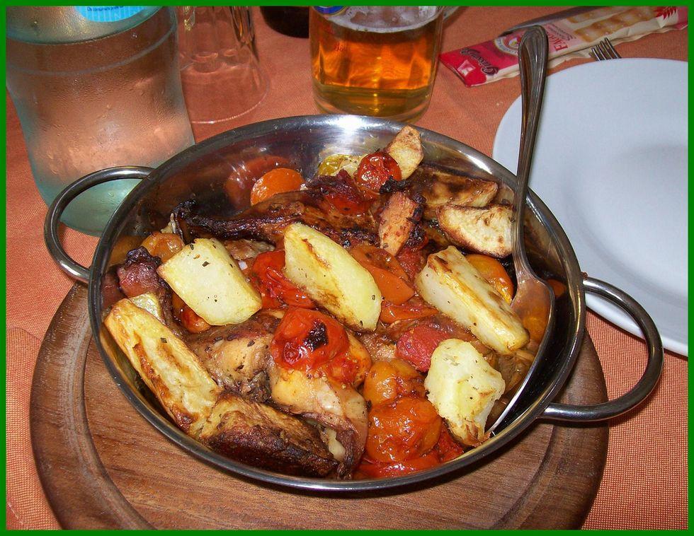 Cipolle e peperoni: il coniglio al vino rosso di Hemingway