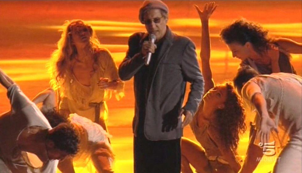 """Adriano Celentano: le emozioni di """"Rock Economy"""" (Seconda serata su Canale 5)"""