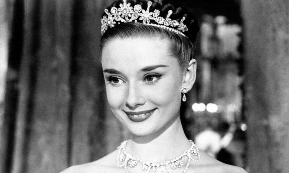 Audrey Hepburn ritorna, digitalizzata in una pubblicità - Video