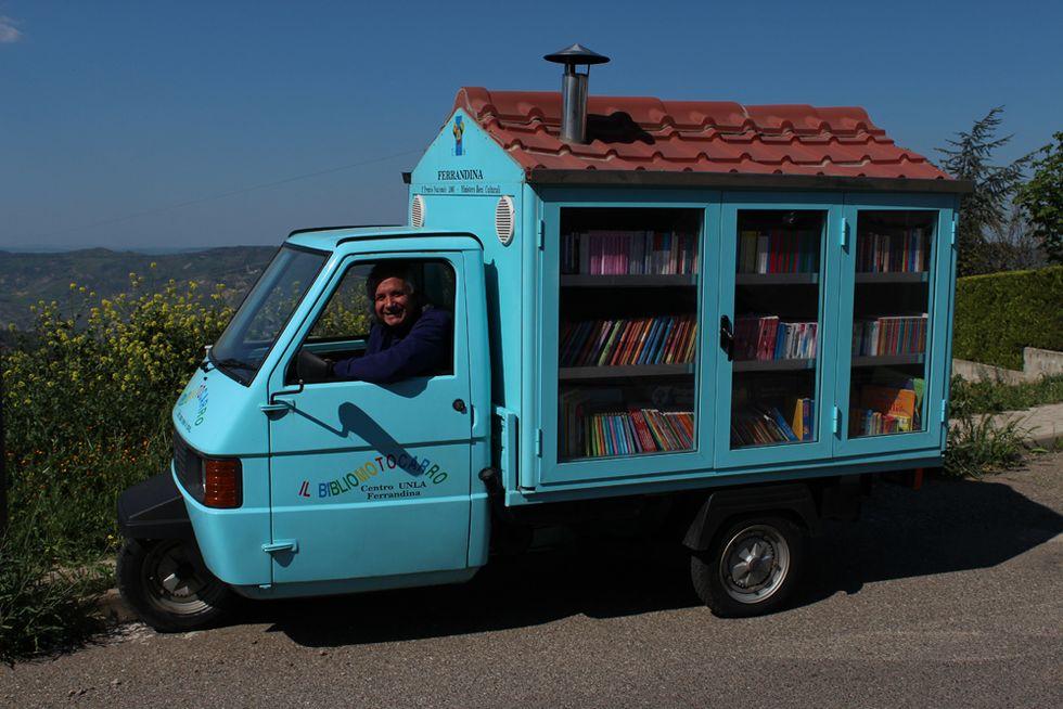 I libri mettono le ruote: il Bibliomotocarro