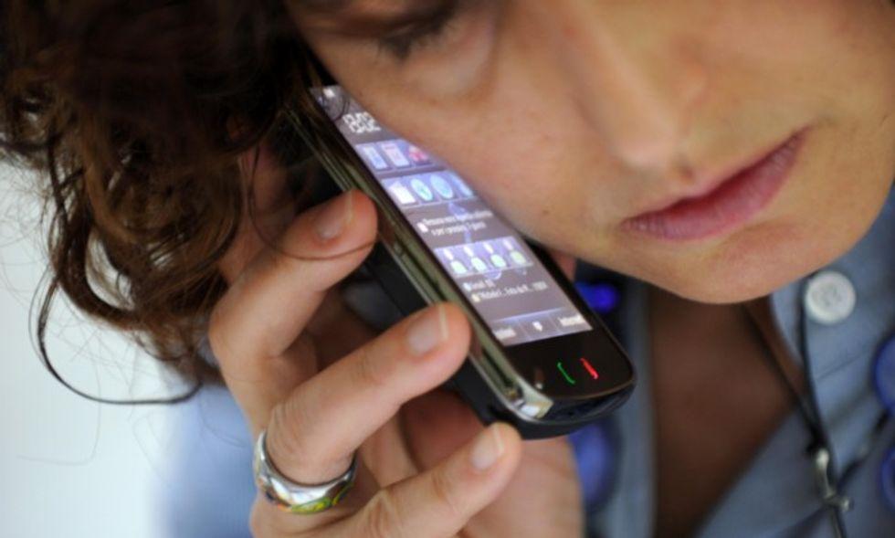 Cellulari: da oggi parlare (e navigare) all'estero costa meno