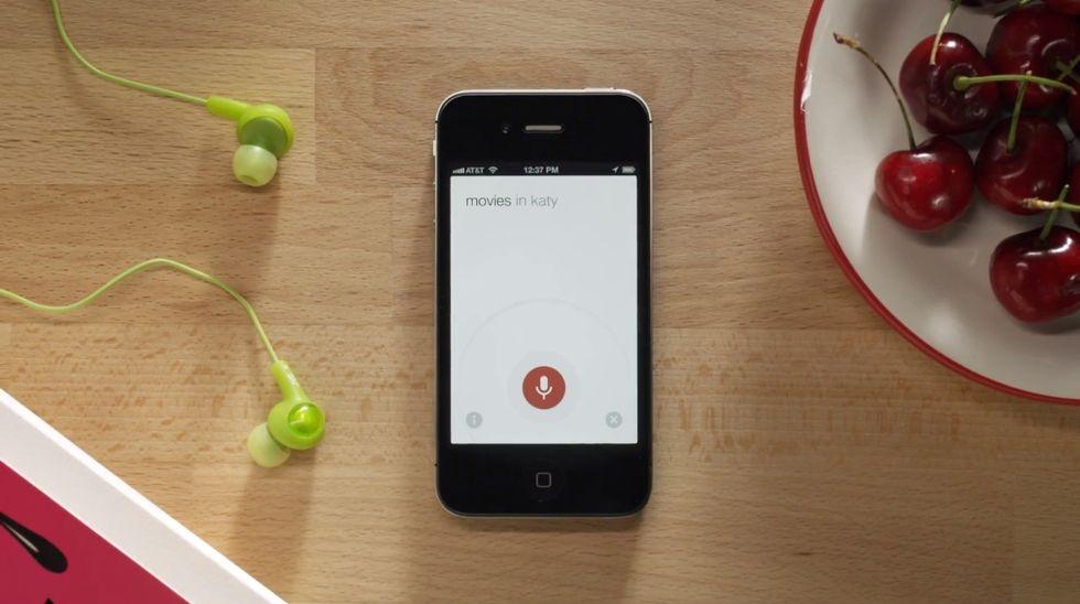Google migliora il suo Knowledge Graph, e lancia la sfida a Siri su iPhone