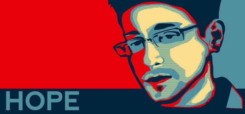 Snowden esce dalla tana: caos in Russia