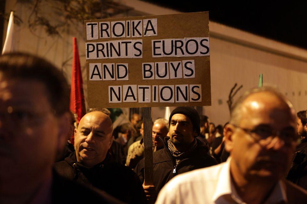 Cipro, ok al salvataggio. Ma (forse) non basterà