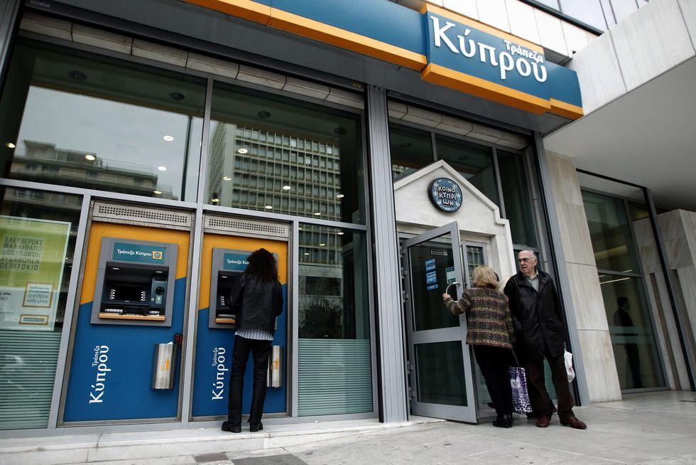 Cipro, le banche riaperte e i capitali congelati: un'altra picconata contro l'euro