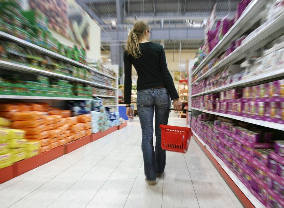 Consumi: gli italiani danno l'addio alla dolce vita
