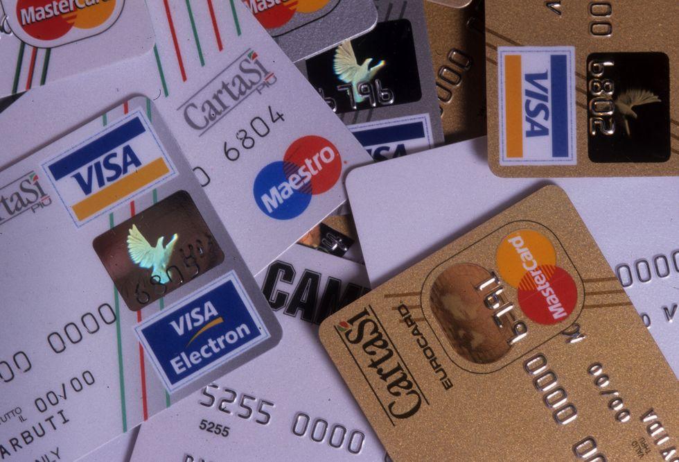 Carte di credito: scendono le commissioni, ma salgono i canoni
