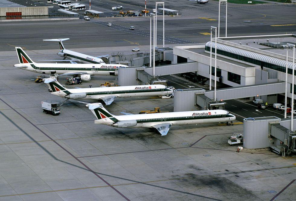 Aeroporti, il risiko d'estate