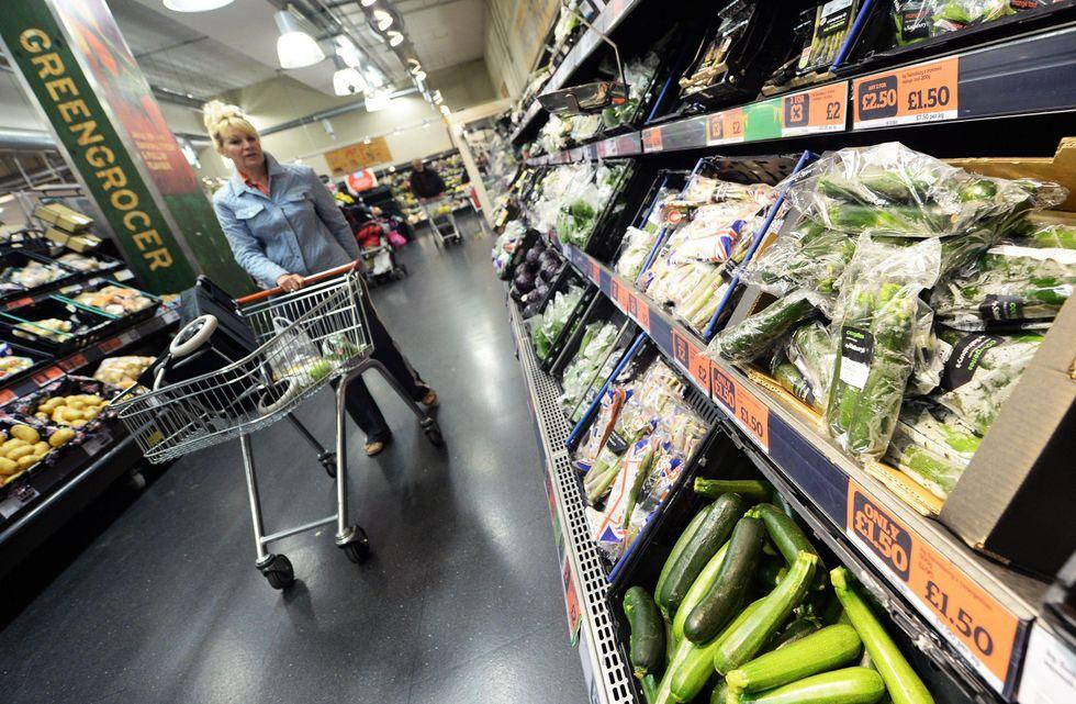 Consumatori, indice di fiducia ai massimi dal 2010