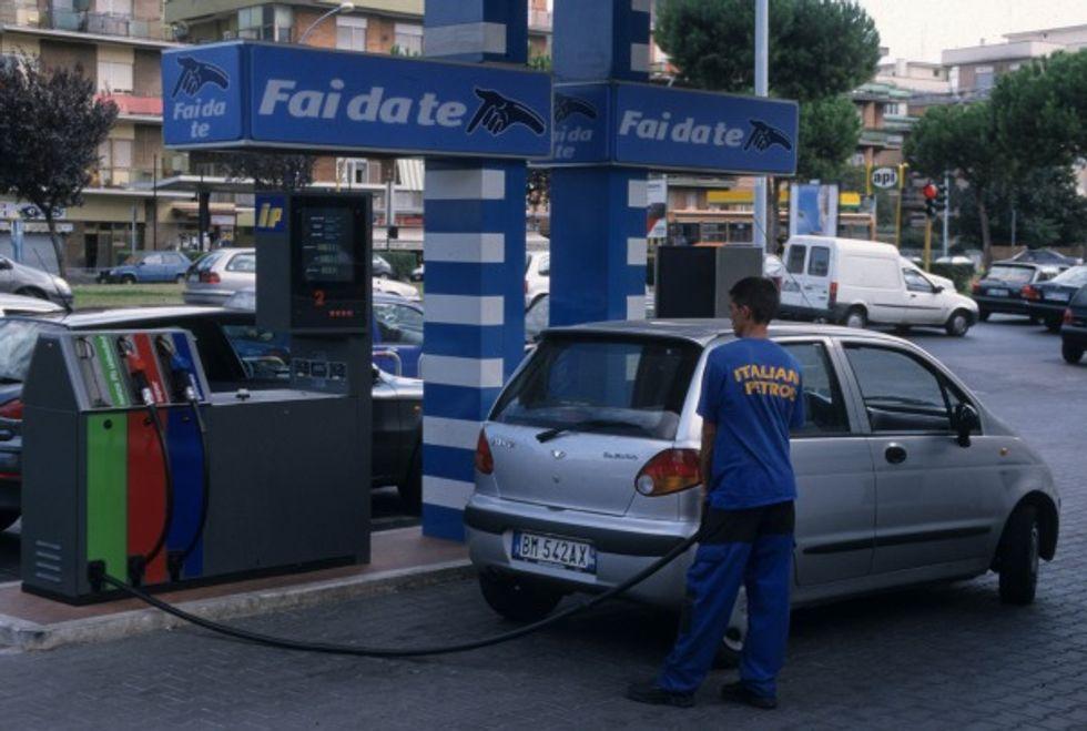 Benzina, perché i prezzi aumentano