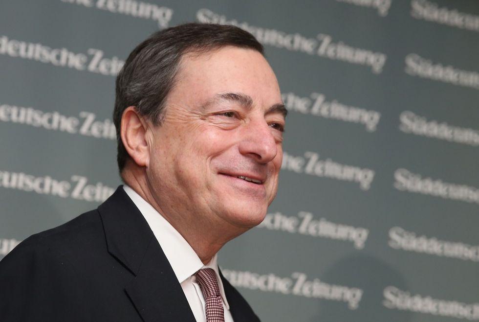 Draghi all'Italia: più sforzi sul debito