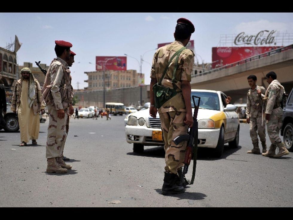 """Quello strano sequestro nello Yemen. Il rapito parla al telefono coi giornalisti. I sequestratori: """"Lo faremo divertire""""."""
