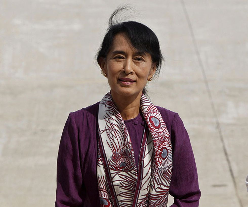 Aung San Suu Kyi in Parlamento difende diritti umani e lotta alla povertà