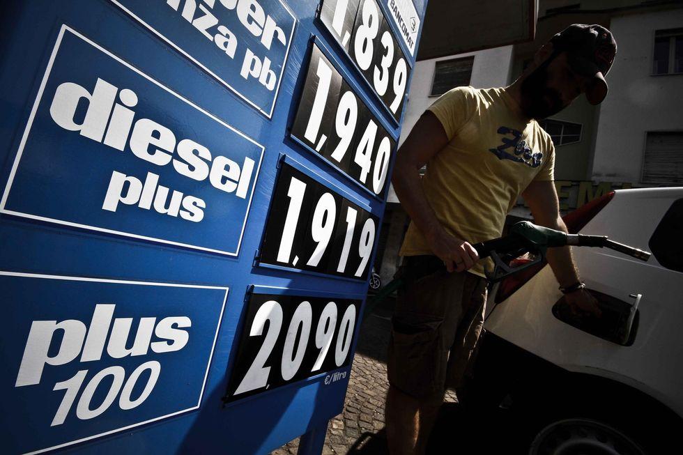 """In Toscana i cittadini dicono basta: """"da noi la benzina più cara d'Europa"""""""