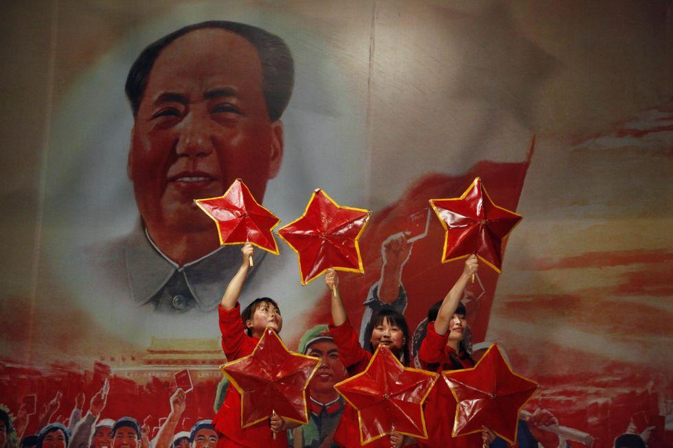 """La Cina spende """"solo"""" 2 miliardi di euro per il compleanno di Mao"""