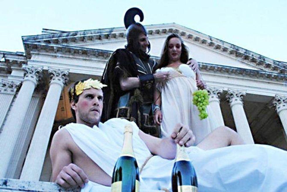 Maiali e ancelle: ecco la festa del PdL romano