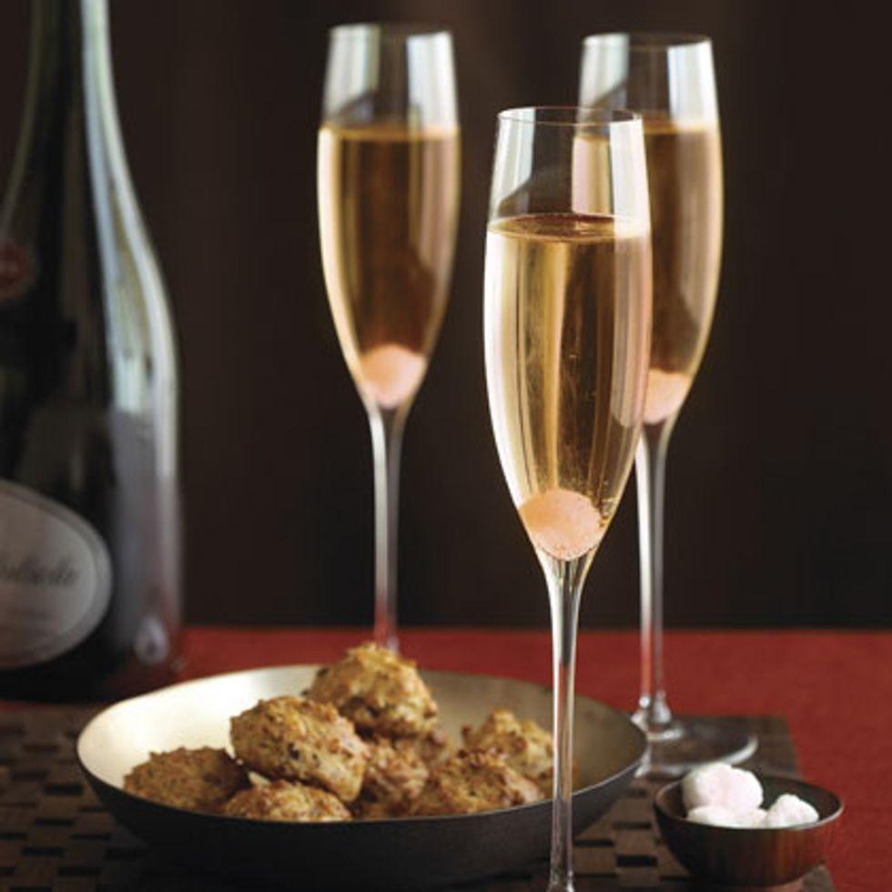 Champagne e mandorle tostate per l'ammiraglio