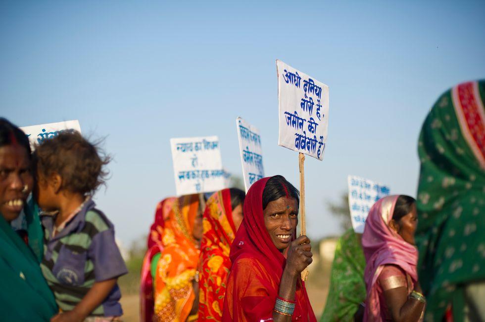 Migliaia di indiani in marcia per la terra