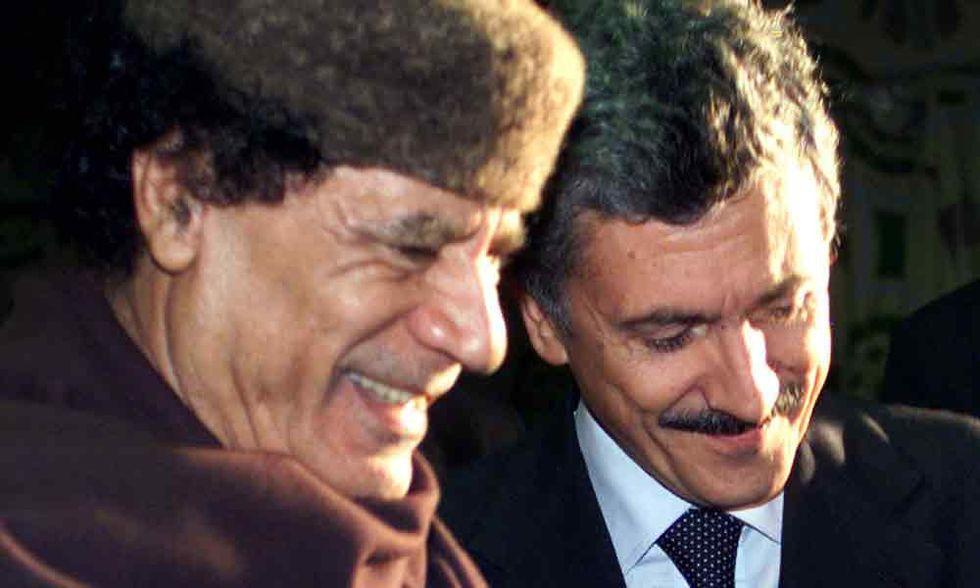 D'Alema come Gheddafi: linciato senza (meritare) pietà