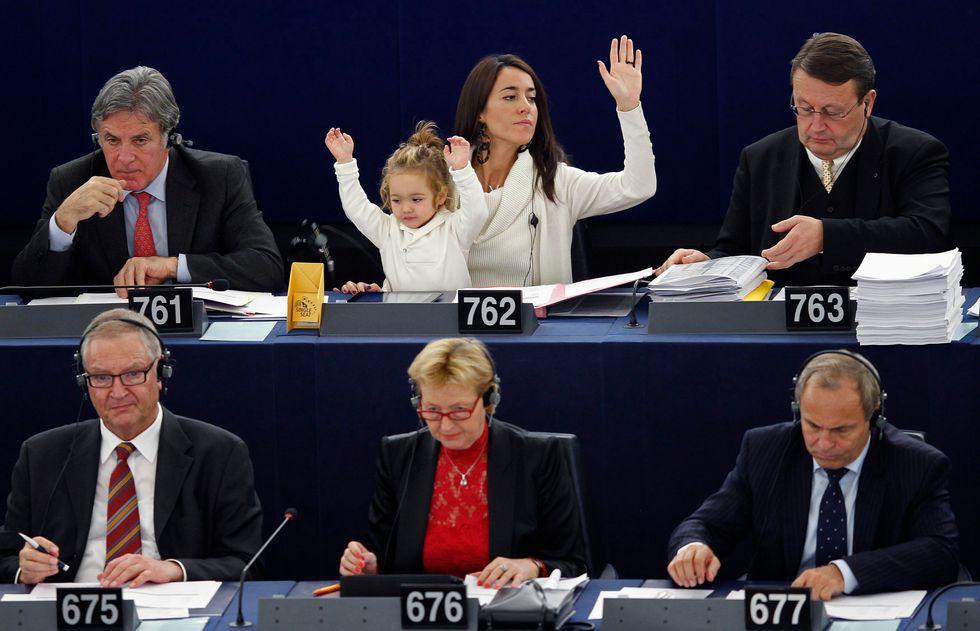 Licia Ronzulli: mamma volante e 'votante'
