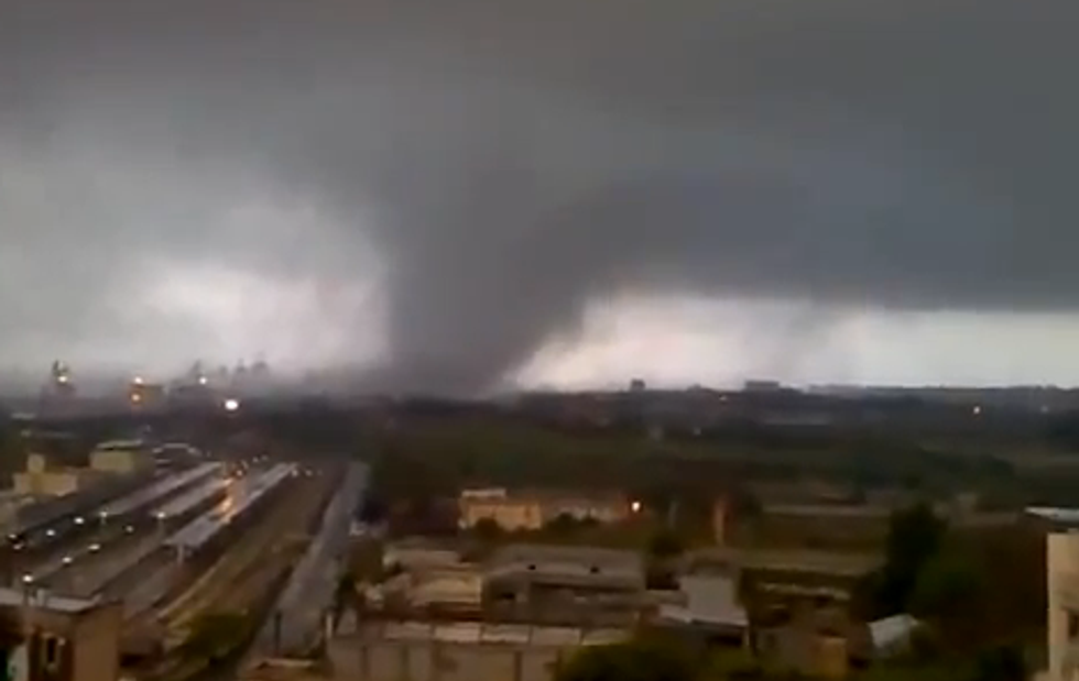Tromba d'aria sull'Ilva di Taranto