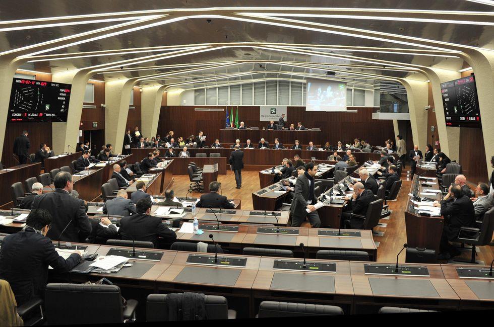 Spese folli in Lombardia: 40 consiglieri indagati
