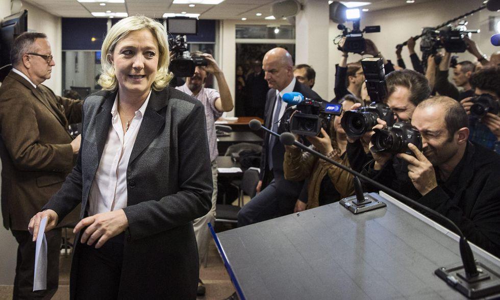 Finanziamenti illeciti al Fn: un'altra tegola per Marine Le Pen