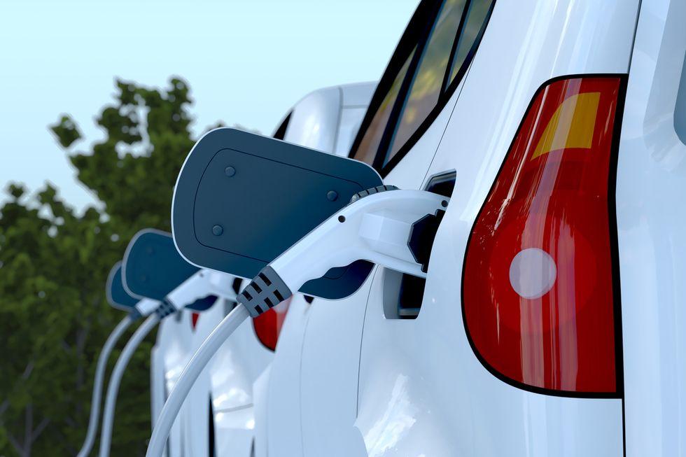 """Bmw Italia: """"Più incentivi per l'auto elettrica"""""""