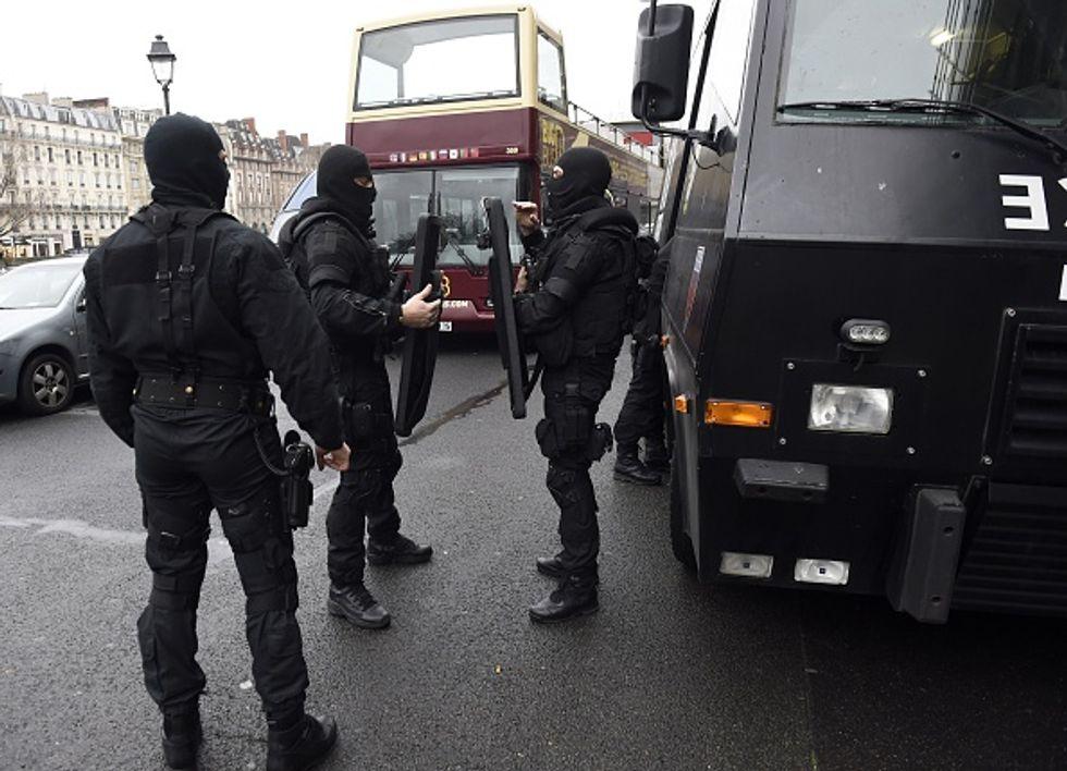 Strage di Parigi: nella notte attaccati luoghi di culto islamici