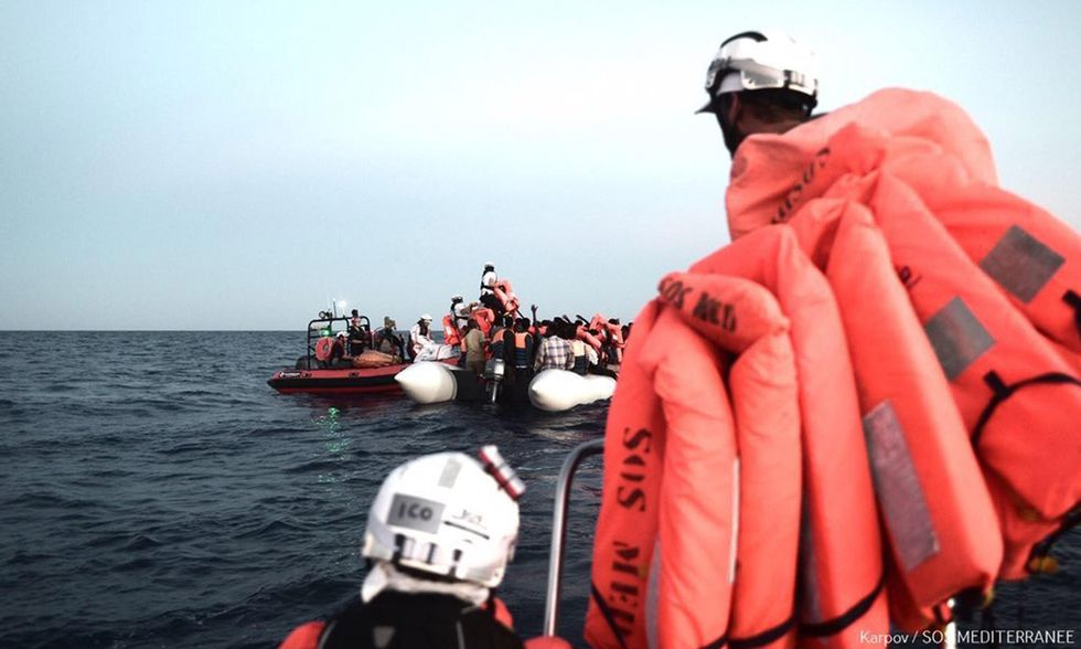 Migranti, scontro tra Italia e Malta: perché Salvini ha chiuso i porti all'Aquarius
