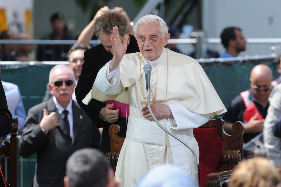 Pope travels to quake zone in Italy to comfort victims