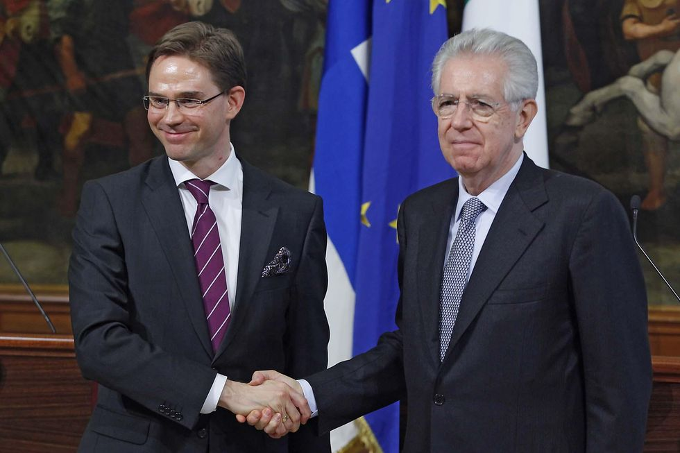 Italian PM Monti tries to persuade Eurozone countries to help the single currency