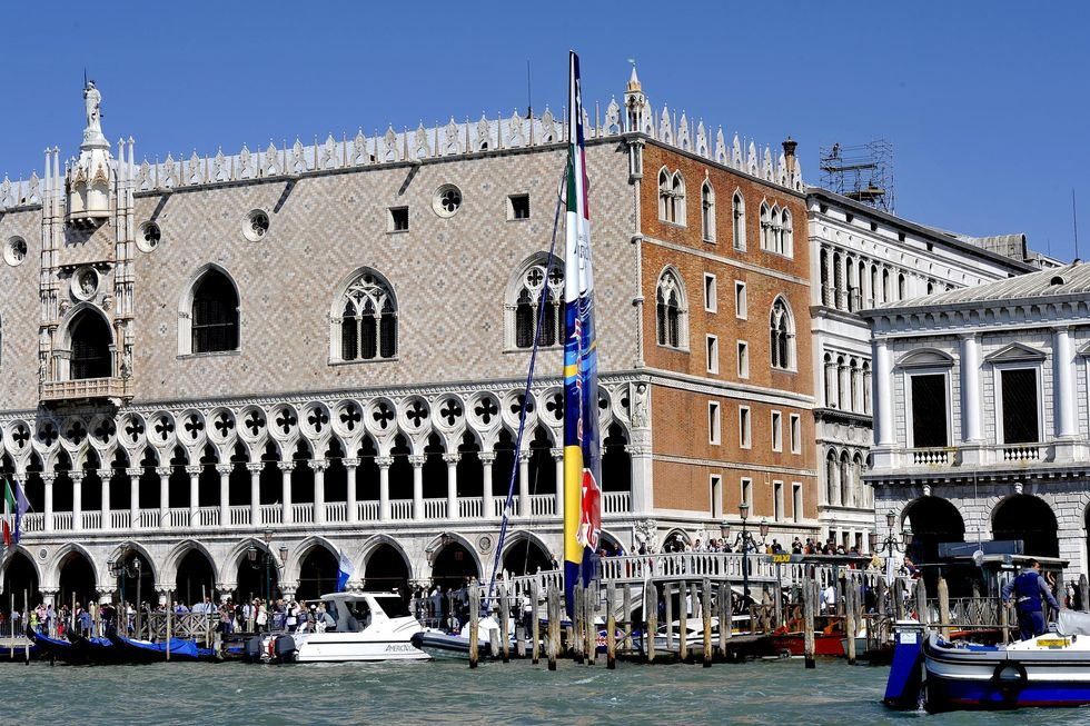 Scarpa-Venini, when vessels communicate in Venice