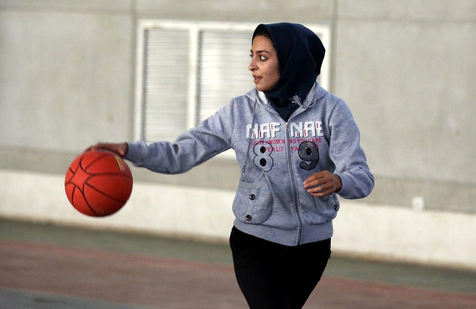 Turbanti e affini: il rompicapo dei copricapi religiosi nel basket