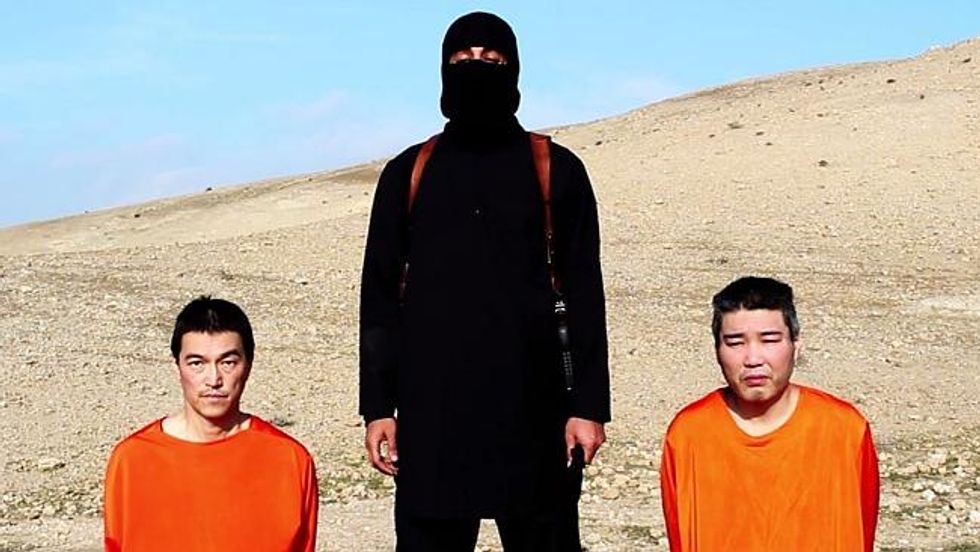 Il nuovo video dei due giapponesi rapiti dall'Isis