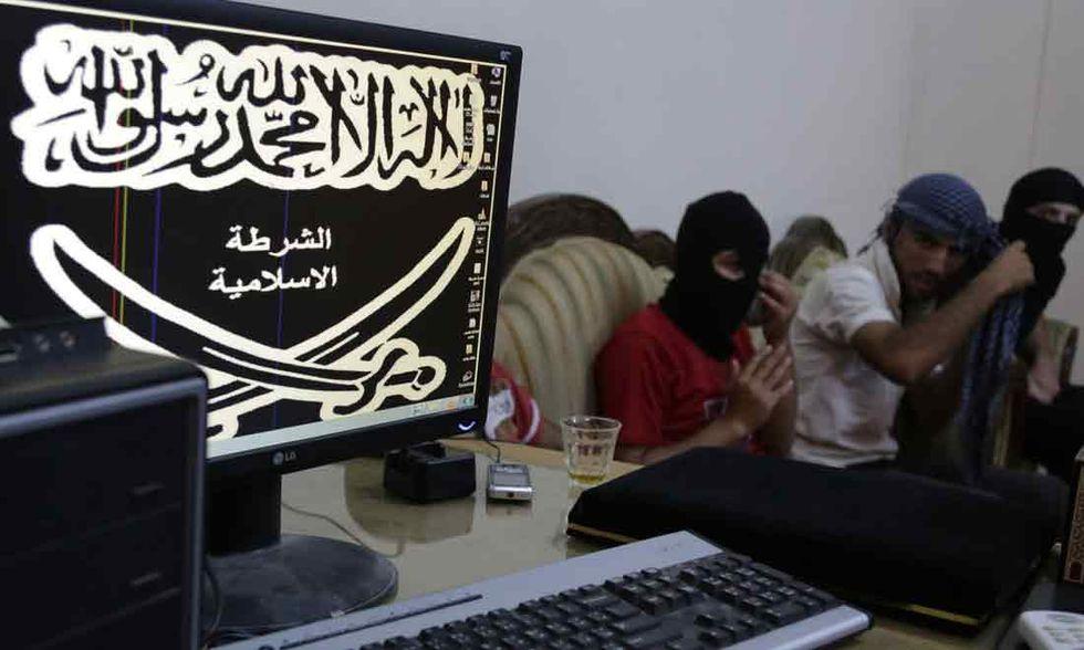 Umiliate e stuprate: così l'Isis tratta le donne a Raqqa