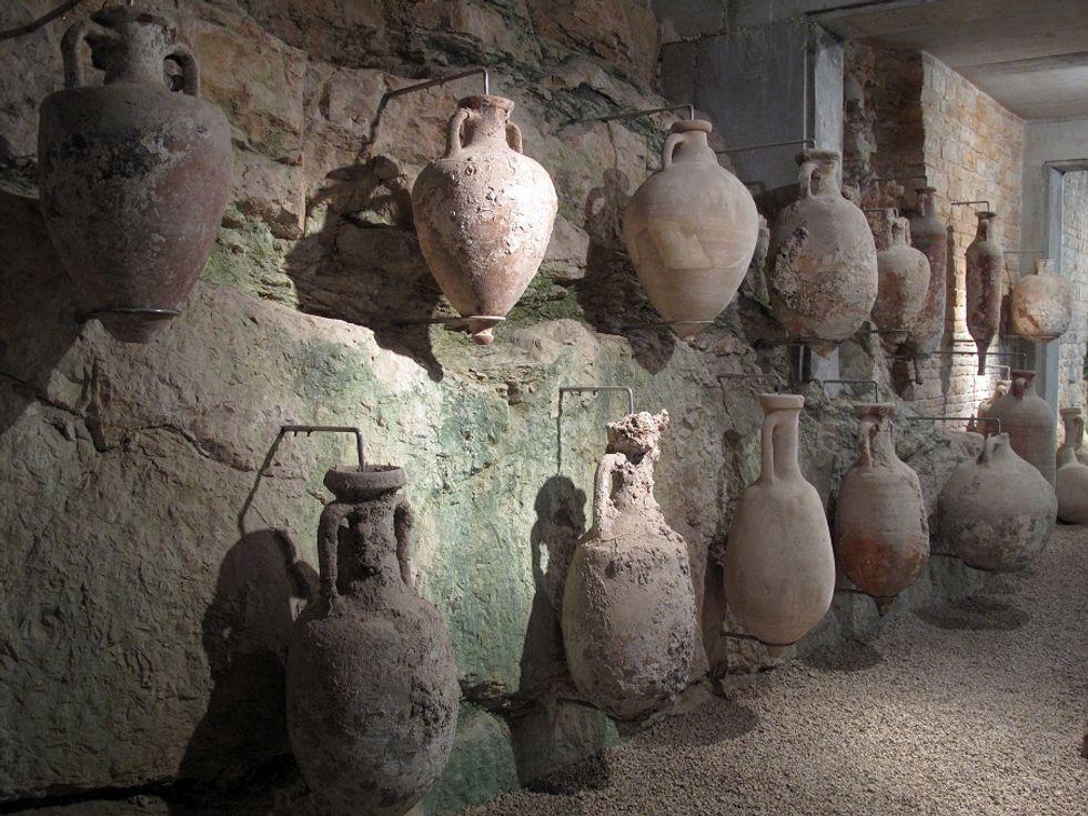 Discoverning Italian pottery tradition