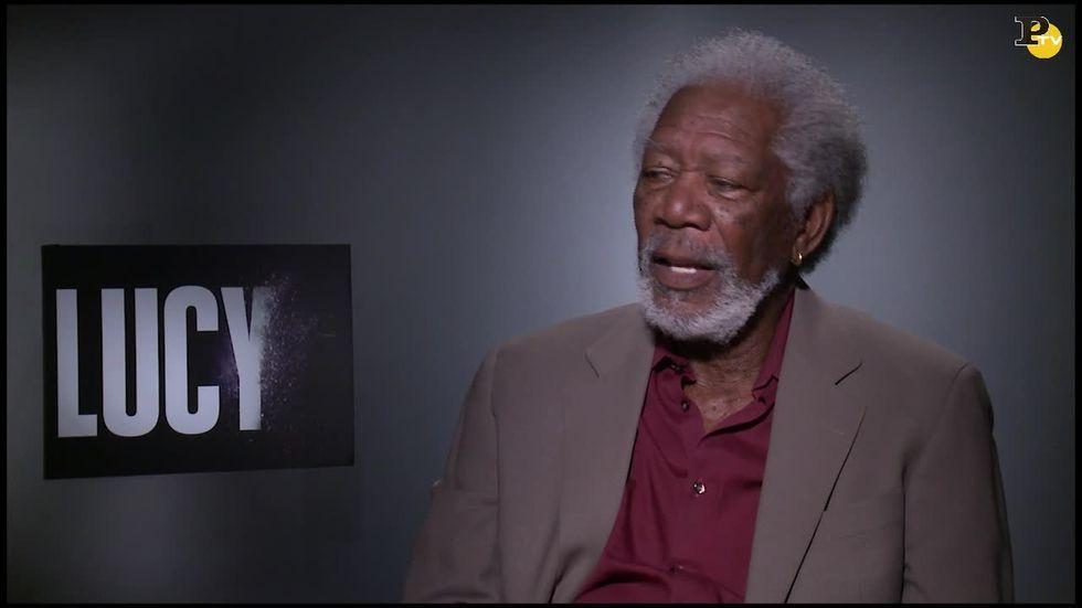 Lucy, video-intervista a Morgan Freeman