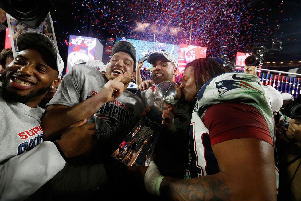 Super Bowl: titolo Nfl ai New England Patriots