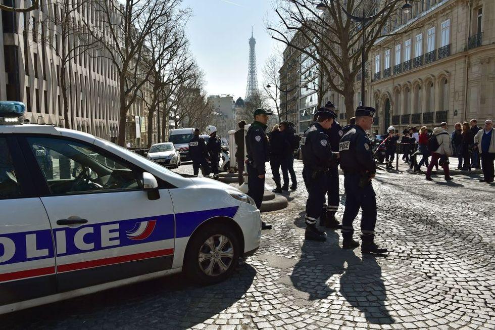 Francia: lettera esplosiva alla sede del FMI, la pista degli anarchici greci