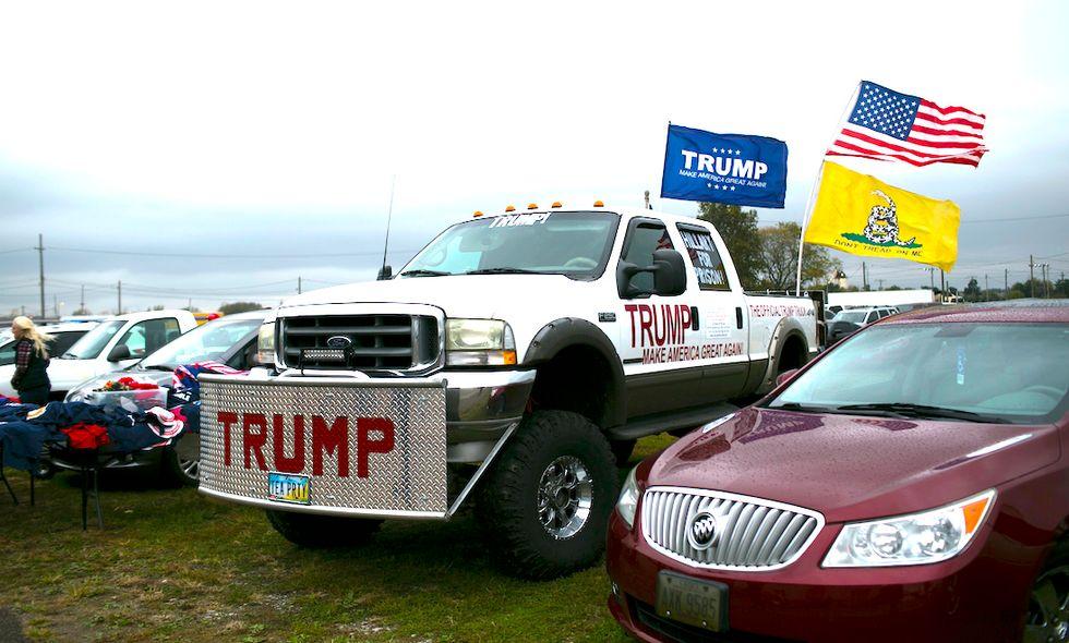 Trump truck sostenitori contro ambiente