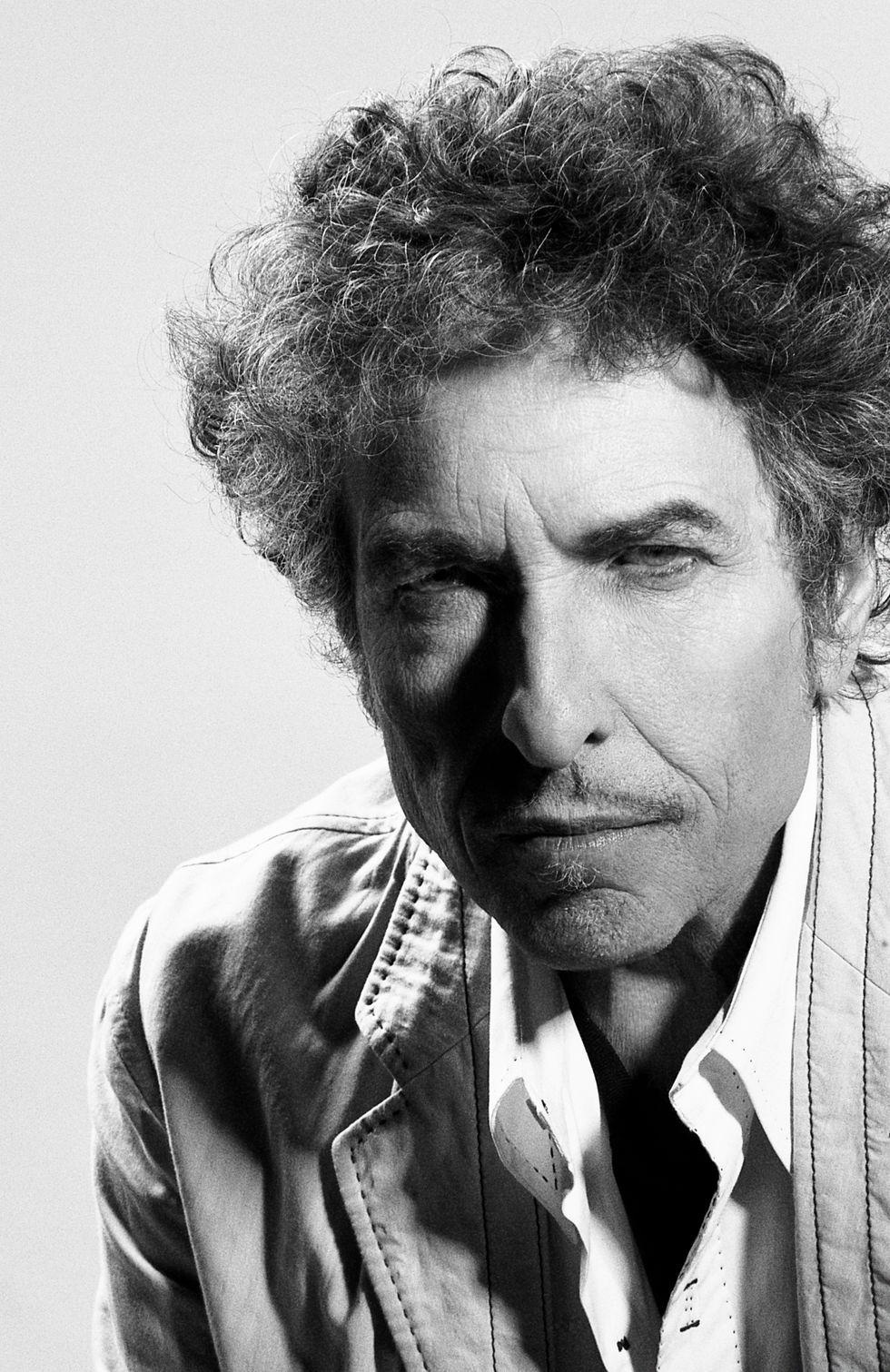 """Bob Dylan omaggia Sinatra: la critica applaude """"Shadows in the night"""""""