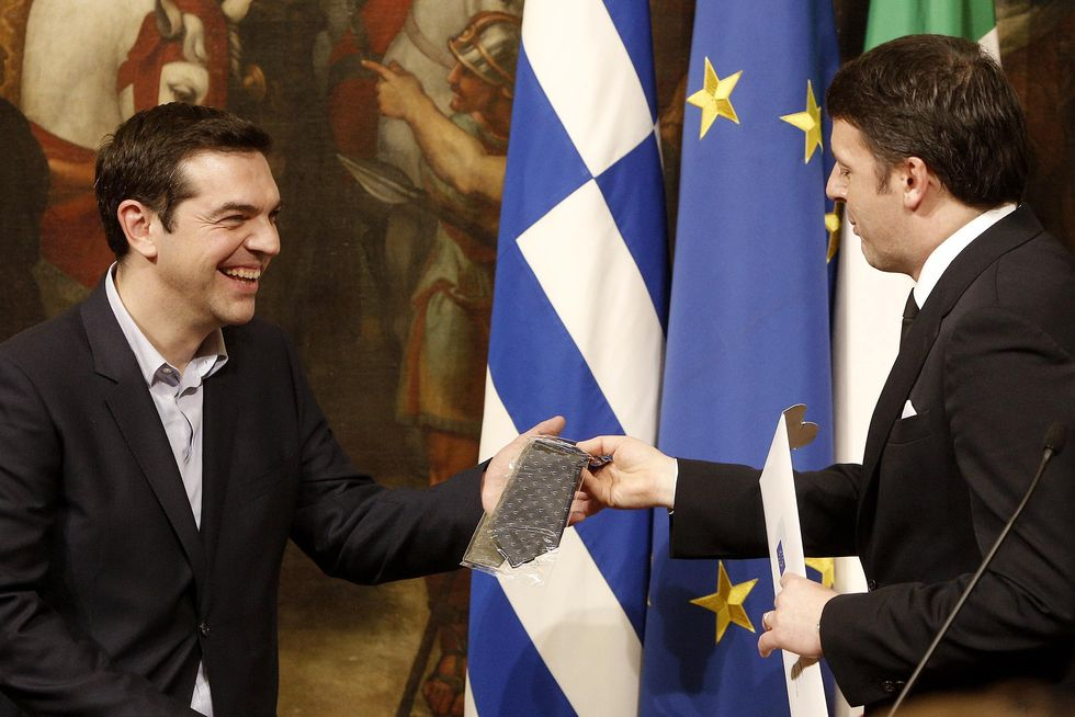 A che gioco sta giocando Renzi con Tsipras?