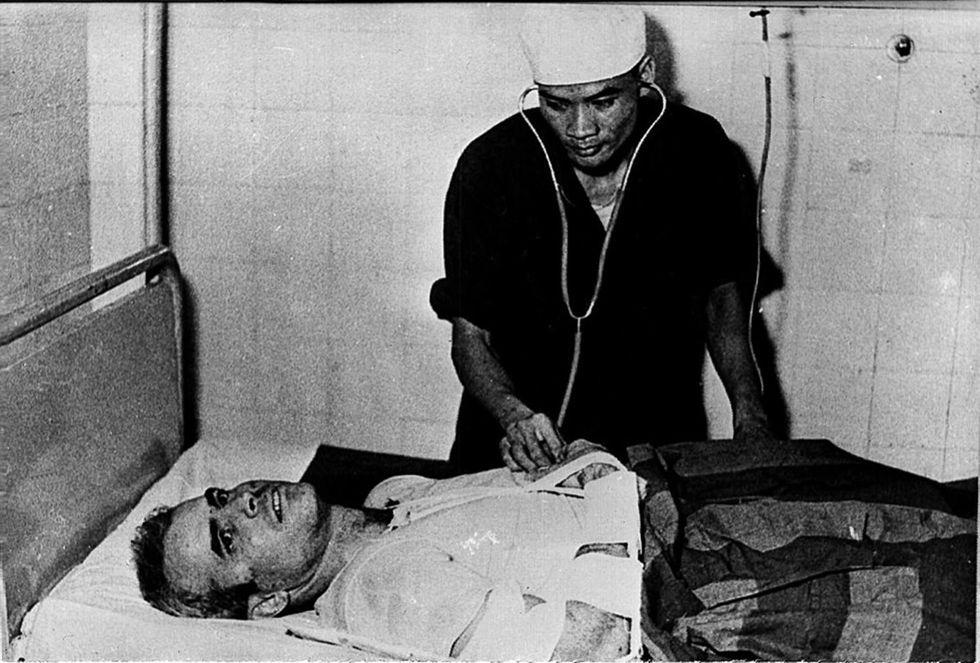 """John McCain prigioniero nell'""""Hanoi Hilton"""" - Foto"""