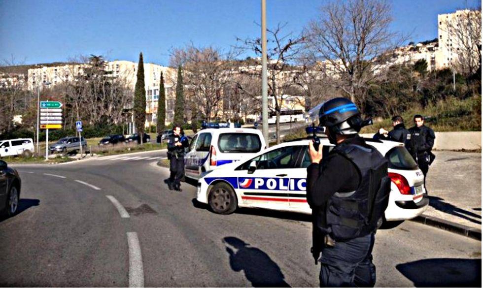 Marsiglia, uomini incappucciati sparano colpi di kalashnikov
