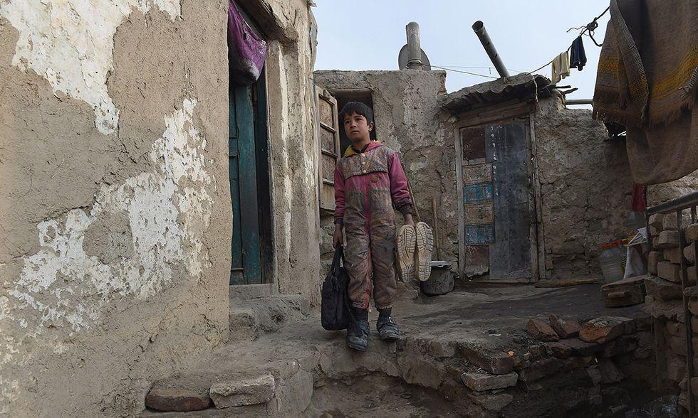 Sameiullah, lustrascarpe bambino a Kabul